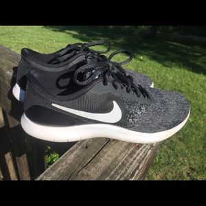 💙Nike FlexContact shoes 7.5 in EUC! Must see!💙